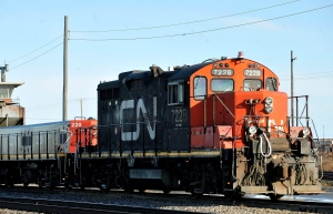 A CN locomotive makes it's way through the CN Taschereau yard in Montreal, Saturday, Nov., 28, 2009. (Graham Hughes / THE CANADIAN PRESS)