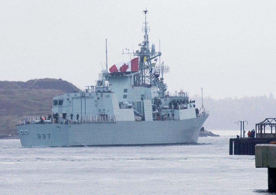 HMCS Fredericton leaves Halifax on Sunday, Oct. 25, 2009. (Andrew Vaughan / THE CANADIAN PRESS)