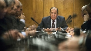 Russian Foreign Minister Sergey Lavrov, center, holds a meeting in Moscow, Russia, Monday, Jan. 16, 2017. Lavrov is meeting with representatives of Palestinian political parties and movements. (AP / Pavel Golovkin)