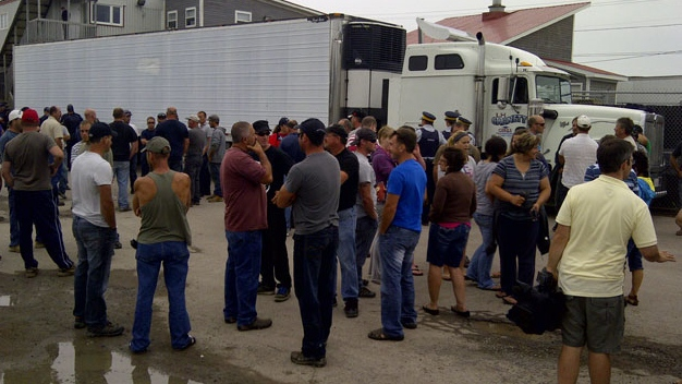 Fishermen have blocked a U.S. lobster truck outside a Shediac, N.B. processing plant in protest of prices.